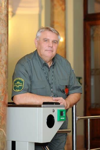 Takács Sándor Magyar Nemzeti Bank fegyveres biztonsági őrség őrparancsnok-helyettes Az év emberévé választották 2009-ben